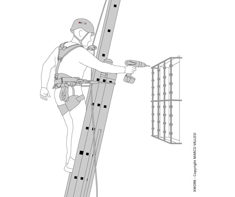 Immagine raffigurante un addetto a lavori in quota su scala portatile